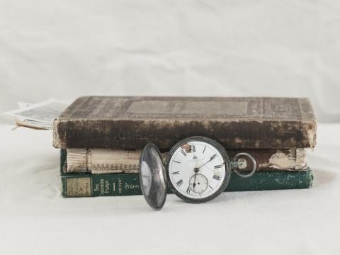 Boek en klok